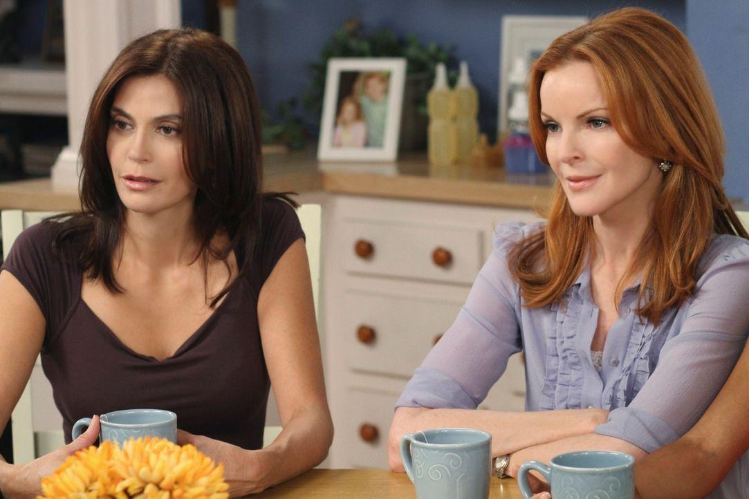 Susan (Teri Hatcher, l.) muss mit ihren neuen Umständen zurecht kommen und erhält ein unorthodoxes Jobangebot von ihrer neuen Nachbarin, während Bre... - Bildquelle: ABC Studios