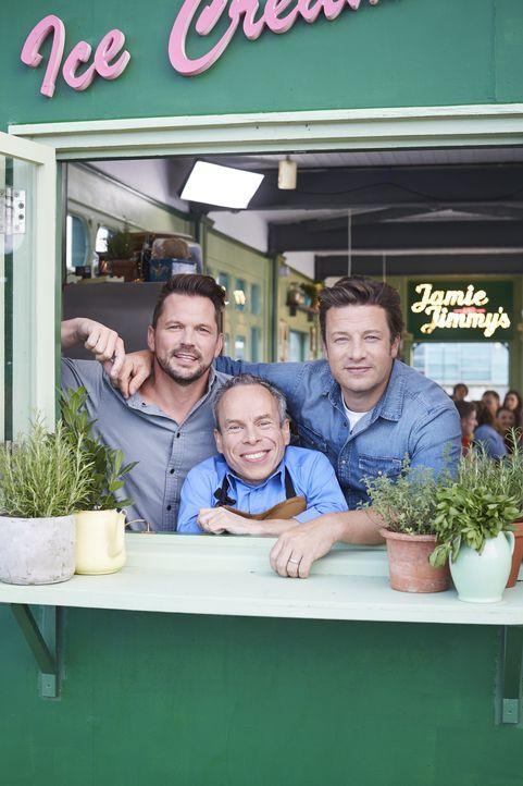 (v.l.n.r.) Jimmy Doherty; Warwick Davis; Jamie Oliver - Bildquelle: David Loftus