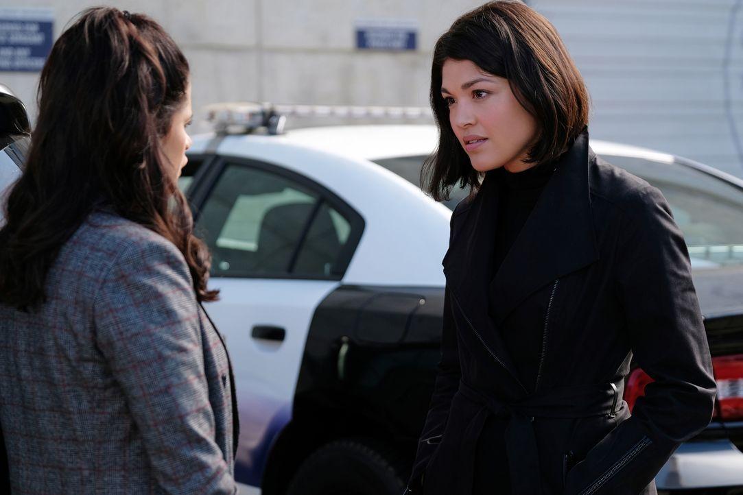 Mel Vera (Melonie Diaz, l.); Niko Hamada (Ellen Tamaki, r.) - Bildquelle: Robert Falconer 2018 The CW Network, LLC. All Rights Reserved.