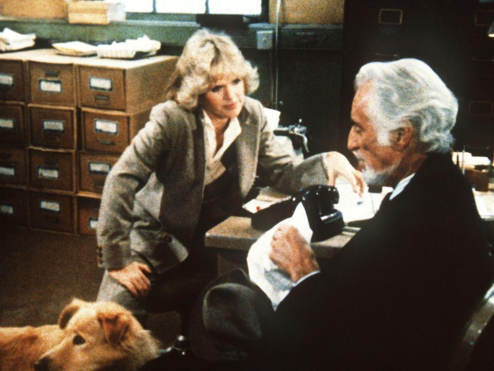 Cagney (Sharon Gless, l.) ist fasziniert von dem galanten Juwelendieb Albert Grand (Ferdinand Mayne). - Bildquelle: ORION PICTURES CORPORATION. ALL RIGHTS RESERVED.