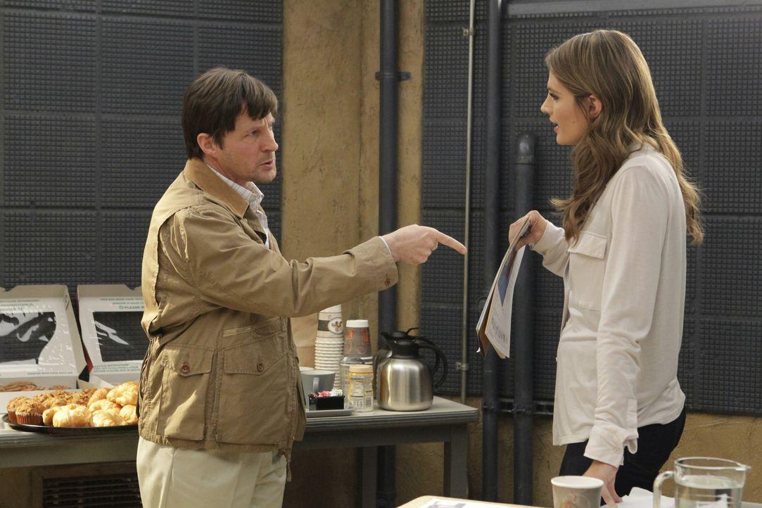 Andrew Haynes (Tim Guinee, l.) streitet weiterhin ab, dass er etwas mit der Bombe auf der Boylan Plaza zu tun hatte, obwohl Kate (Stana Katic, r.) e... - Bildquelle: ABC Studios