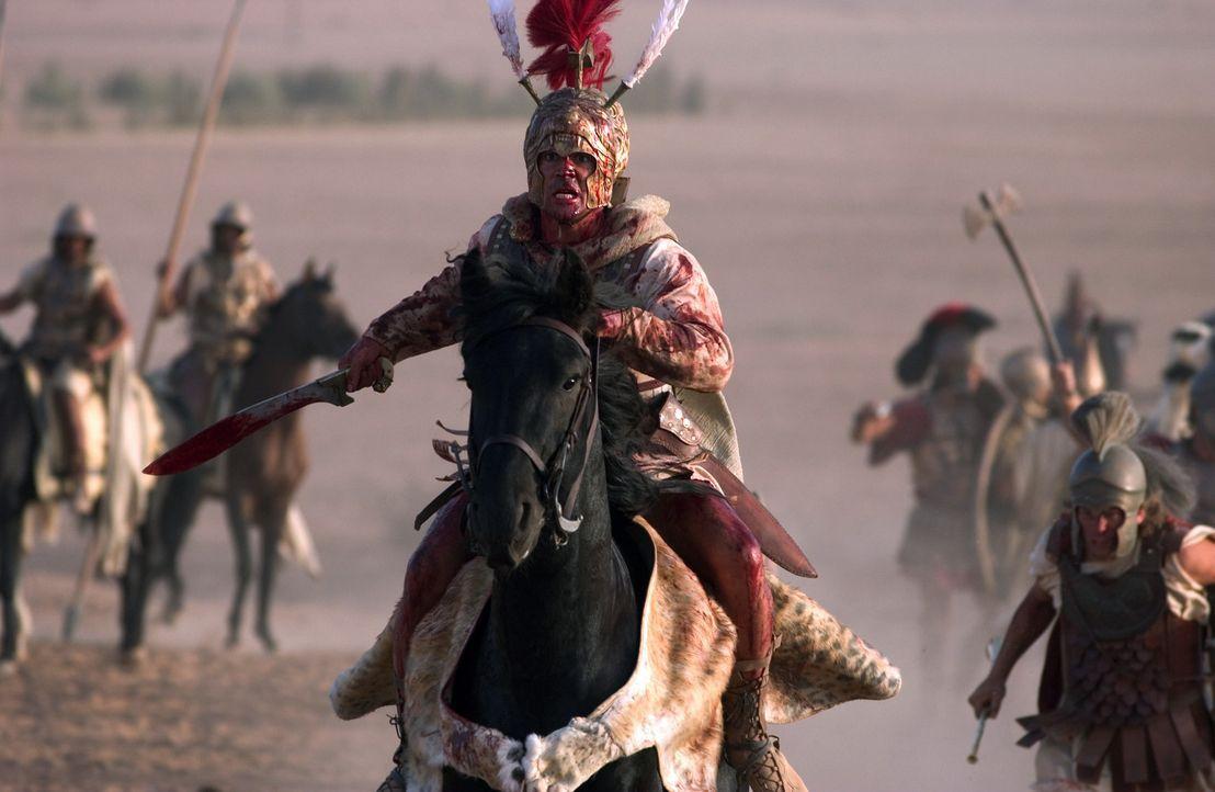 Alexander der Große (Colin Farrell, Mitte) erobert erfolgreich ein Reich nach dem anderen. - Bildquelle: Constantin Film