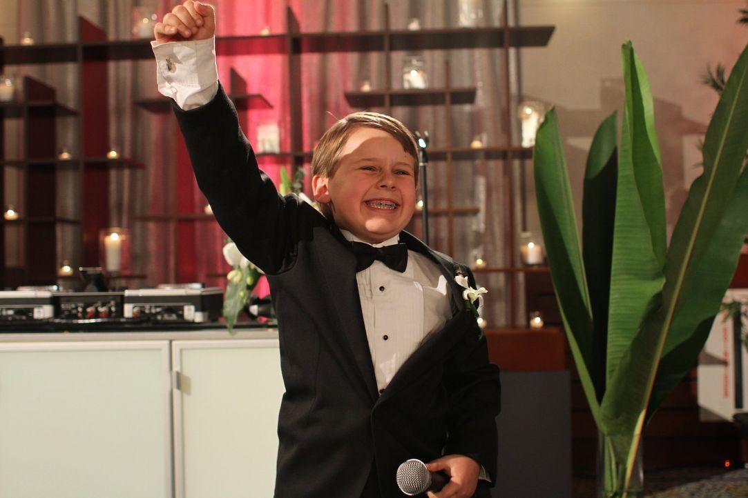 Ausgerechnet der kleine Jamie (Jackson Brundage), Julians Trauzeuge, hält eine brillante Rede ... - Bildquelle: Warner Bros. Pictures