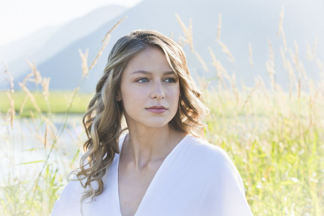 Immer wieder flüchtet Kara (Melissa Benoist) in Tagträume, doch dann zwingt eine neue Bedrohung sie dazu, sich voll und ganz auf ihre Rolle als Supe... - Bildquelle: 2017 Warner Bros.