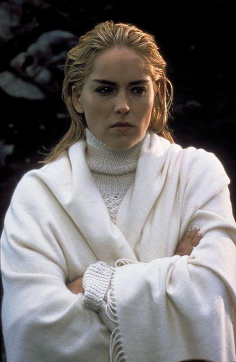 Catherine Tramell (Sharon Stone) ist nicht nur eine überaus erfolgreiche Schriftstellerin, sondern kann durchaus auch ihre körperlichen Reize gewinn... - Bildquelle: 1992 Carolco Pictures Inc. and Le Studio Canal+ S.A. All Rights Reserved.