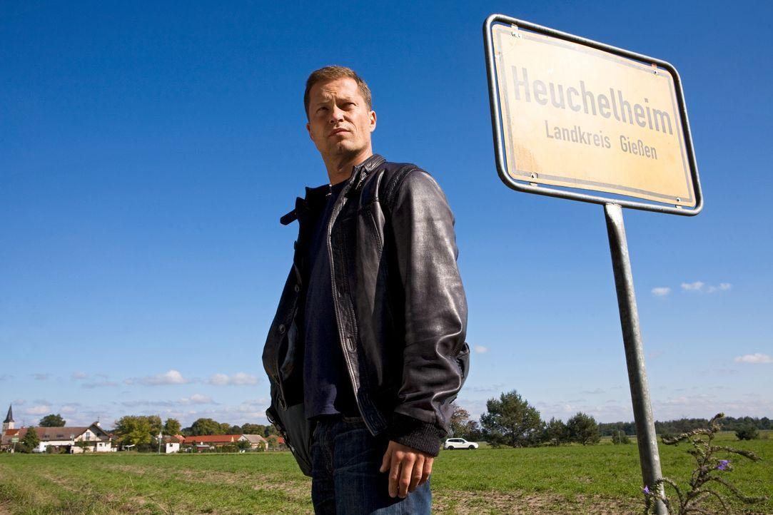Bye, Bye Berlin! Jerome (Til Schweiger) braucht eine Auszeit von der Musikbranche und kehrt in sein Heimatdorf zu seinen Eltern zurück. War das ein... - Bildquelle: Conny Klein Warner Bros. / Conny Klein
