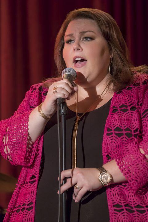 Beweist Mut und kommt dadurch an ihr erstes Engagement als Sängerin: Kate (Chrissy Metz) ... - Bildquelle: Ron Batzdorff 2017-2018 NBCUniversal Media, LLC.  All rights reserved.