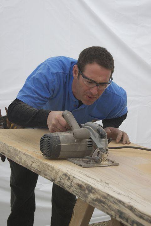 Hat im Baumarkt neue Opfer gefunden und gibt alles, um deren Keller zu verändern: Josh Temple ... - Bildquelle: 2011, DIY Network/Scripps Networks, LLC.  All Rights Reserved