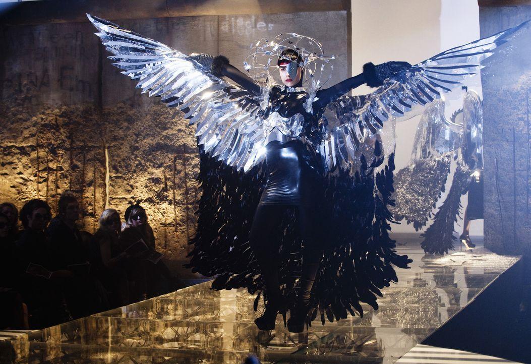 Wider Erwarten stellt Betty anlässlich der Fashion Week eine fantastische Show auf die Beine und findet durch diese Arbeit endlich einen echten Zuga... - Bildquelle: 2008   ABC Studios