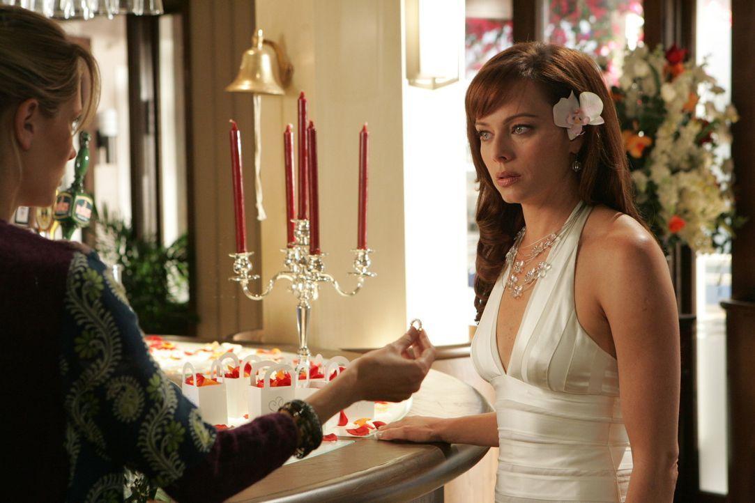 Marissa (Mischa Barton, l.) hat eine schlechte Nachricht für ihre Mutter (Melinda Clarke, r.) ... - Bildquelle: Warner Bros. Television