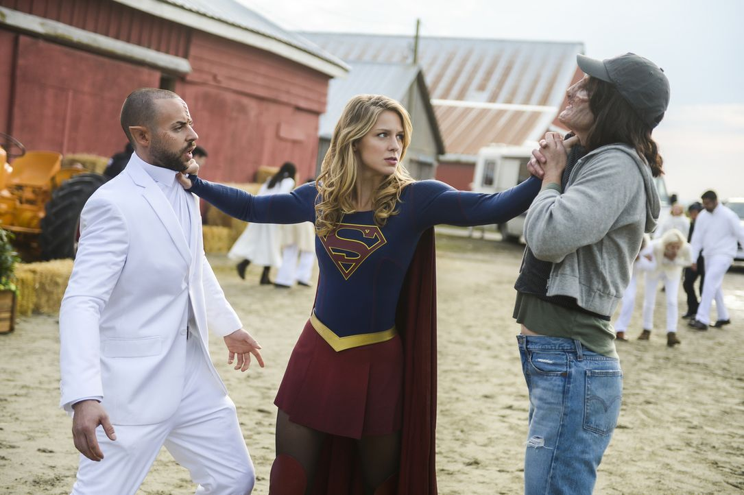 Kara alias Supergirl (Melissa Benoist, M.); Bobbi Miller (Tedra Rogers, r.) - Bildquelle: Sergei Bachlakov 2018 The CW Network, LLC. All Rights Reserved.