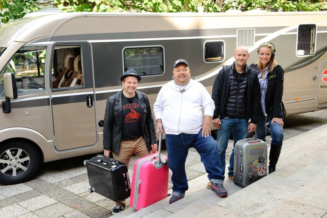 Schillerstraße on Tour in Österreich: Martin Klempnow (l.), Dirk Bach (2.v.l.), Jürgen Vogel (2.v.r.) und Maike Tatzig (r.) ... - Bildquelle: Willi Weber SAT.1