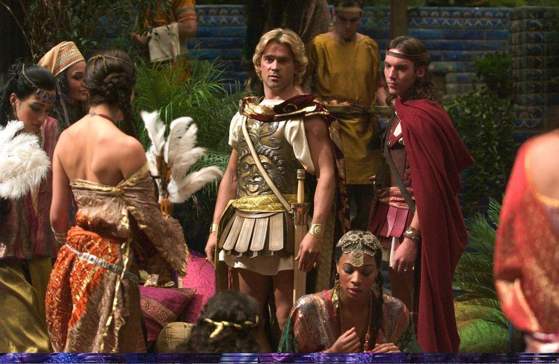 Erobern ein Weltreich: Alexander der Große (Colin Farrell, M.) und sein Heerführer Cassander (Jonathan Rhys-Meyers, r.) ... - Bildquelle: Constantin Film