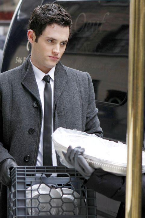 Nimmt einen Job als Kellner an, um Geld für das College zusammenzubekommen: Dan (Penn Badgley) ... - Bildquelle: Warner Bros. Television