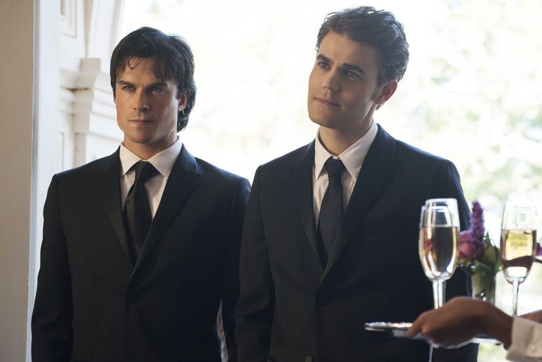 Damon (Ian Somerhalder, l.) und Stefan (Paul Wesley, r.) kehren nach Mystic Falls zurück und das nicht etwa nur, um an den alljährlichen Gründer-Fei... - Bildquelle: Warner Bros. Entertainment, Inc.