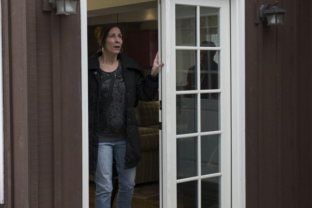 Die Dämonen in ihrem Haus kosten der neuen Bewohnerin die letzte Kraft, denn der Terror scheint kein Ende zu nehmen ... - Bildquelle: Christos Kalohoridis 2013 Syfy Media, LLC