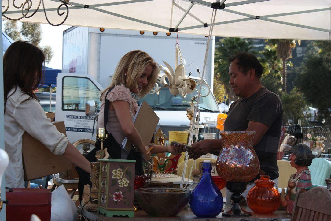Im Kaufrausch: Shea (r.) and Alli (l.) suchen auf dem Flohmarkt drei Dinge, die sie in neue Schmückstücke verwandeln können ... - Bildquelle: 2012, HGTV/ Scripps Networks, LLC. All Rights Reserved.