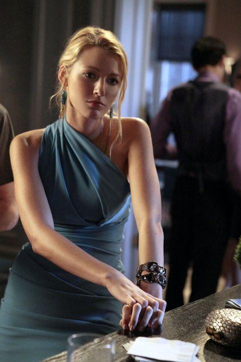 Während Serena (Blake Lively) ihre Gefühle zu Dan beiseiteschieben muss um im Job voran zukommen, richtet Diana eine große Party aus und kränkt Nate... - Bildquelle: Warner Bros. Television