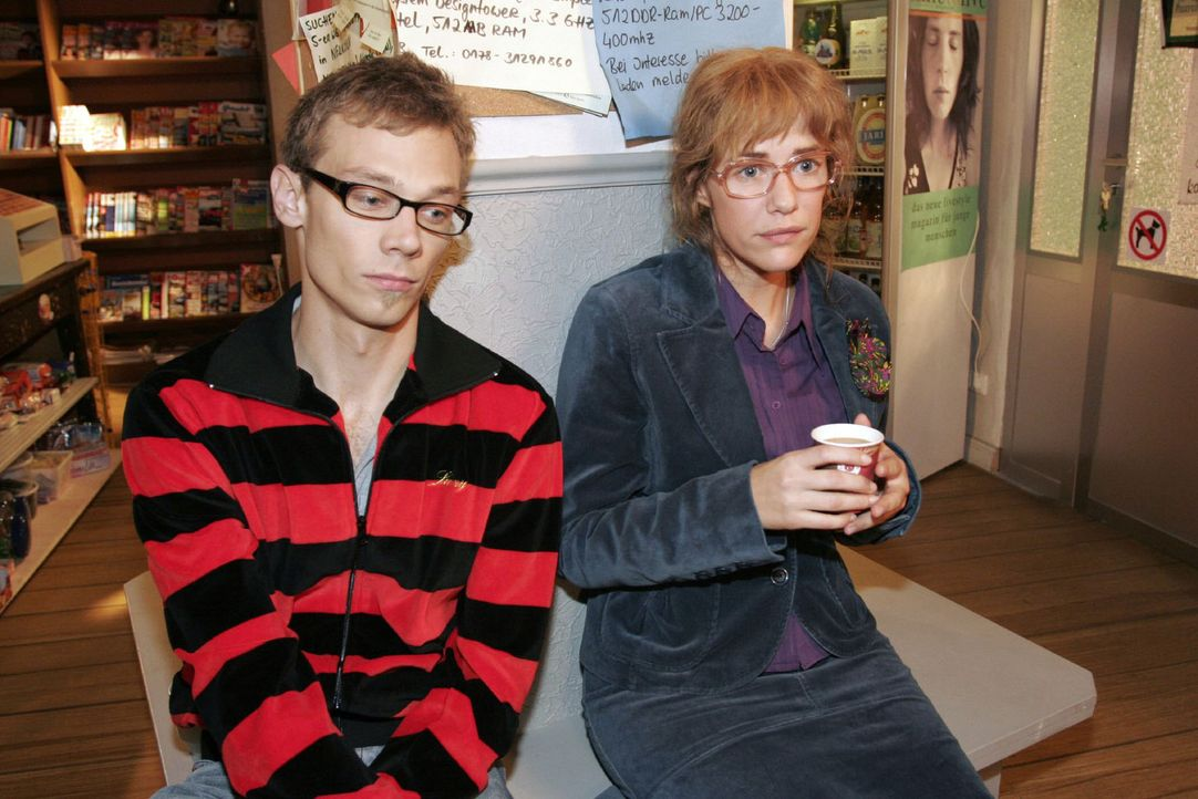 Lisa (Alexandra Neldel, r.) ist sicher, dass David weiß, dass er mit Mariella nicht mehr zusammenkommen wird - und teilt ihre Gedanken Jürgen (Oli... - Bildquelle: Noreen Flynn Sat.1