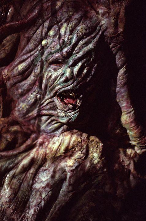 Ein Baum-Monster (Bernard Addison) lockt seine Opfer via Internet an und saugt ihnen die Lebensenergie aus. - Bildquelle: 20th Century Fox. All Rights Reserved.