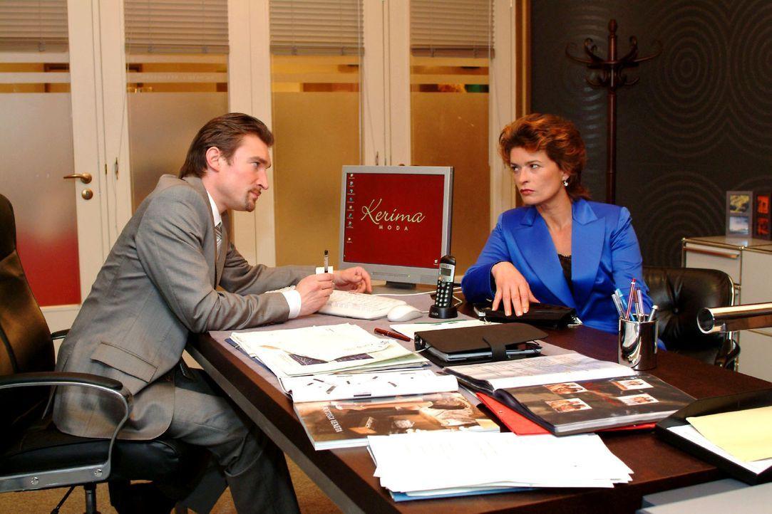 Sophie (Gabrielle Scharnitzky, r.) ringt Richard (Karim Köster, l.) das Versprechen ab, ihr eine Aufgabe bei Kerima Moda zu verschaffen. - Bildquelle: Sat.1