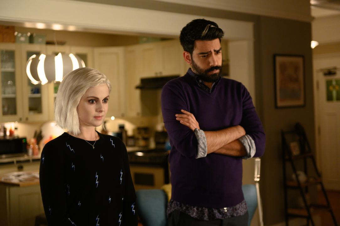 Liv Moore (Rose McIver, l.); Ravi Chakrabarti (Rahul Kohli, r.) - Bildquelle: Diyah Pera 2019 The CW Network, LLC. All Rights Reserved. / Diyah Pera