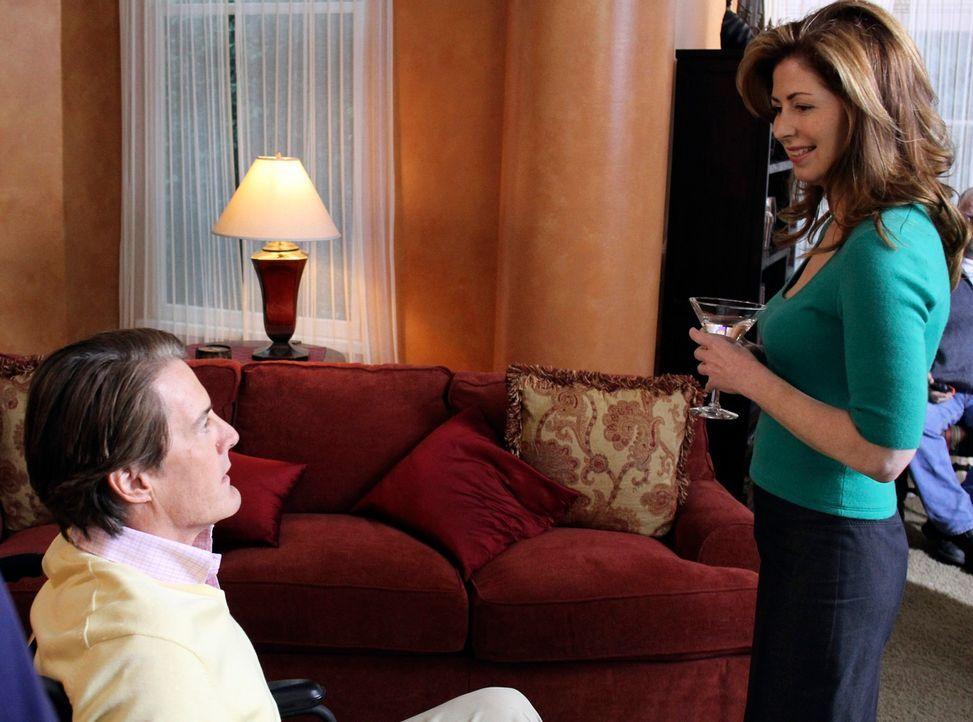 Katherine (Dana Delany, r.) genießt ihre Party in vollen Zügen, während Orson (Kyle MacLachlan, l.) von Robin hellauf begeistert ist ... - Bildquelle: ABC Studios