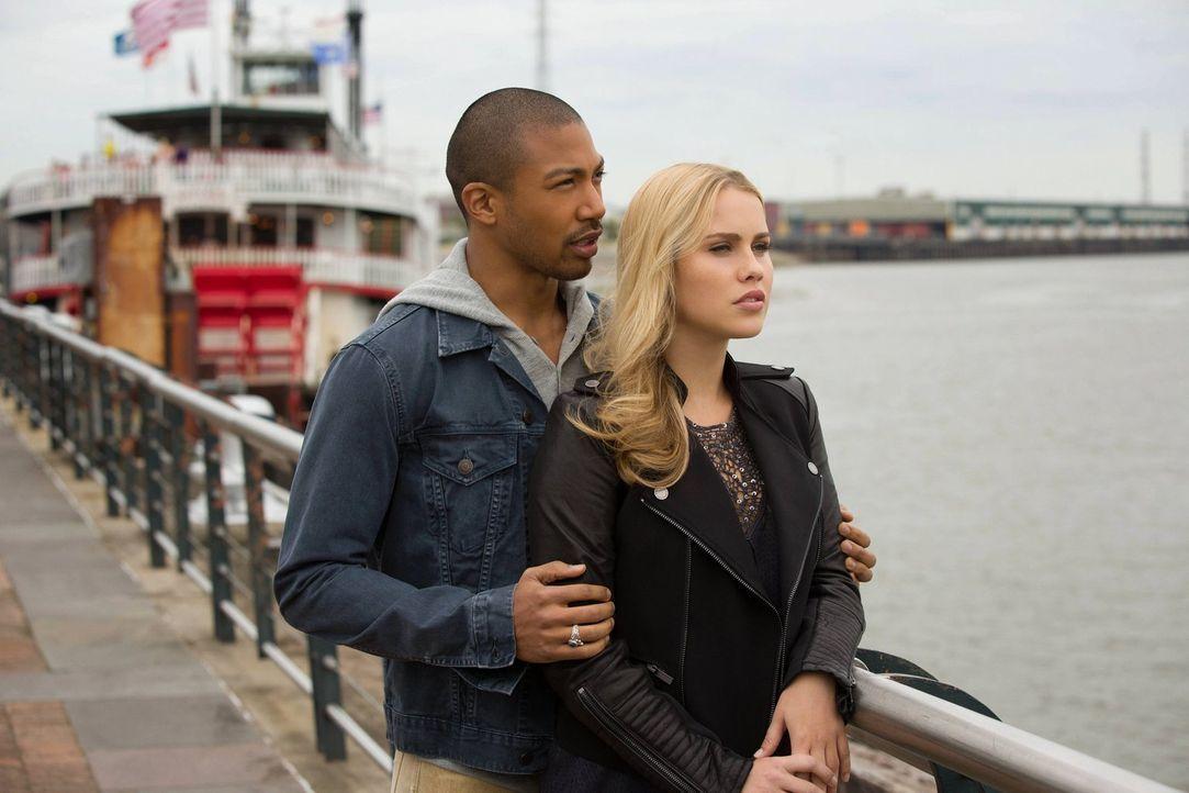 Werden die neuen Informationen, die Marcel (Charles Davis, l.) bekommt, seine Pläne mit Rebekah (Claire Holt, r.) beeinflussen? - Bildquelle: Warner Bros. Television