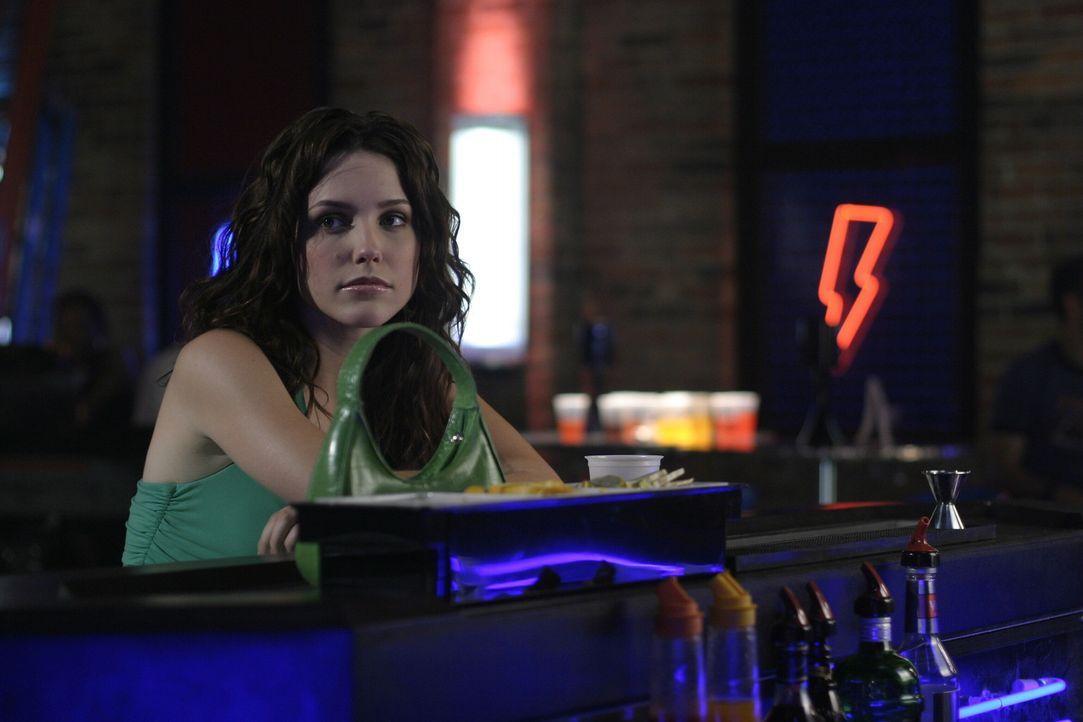 Völlig am Boden zerstört beschließt Brooke (Sophia Bush), dass sie sich bei der Cluberöffnung betrinkt ... - Bildquelle: Warner Bros. Pictures