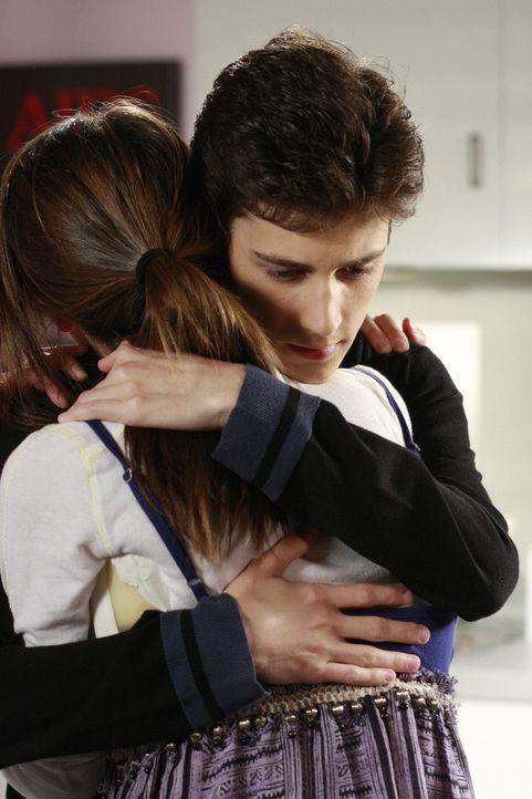 Ben (Kenny Baumann, r.) ist gerade rechtzeitig gekommen, um Amy (Shailene Woodley, l.) vor einem großen Fehler zu bewahren... - Bildquelle: ABC Family