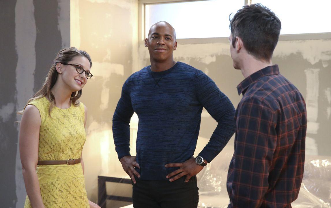 Als zwei neue Bösewichte Starling City unsicher machen, bekommen Kara alias Supergirl (Melissa Beonist, l.) und James (Mehcad Brooks, M.) Unterstütz... - Bildquelle: 2015 Warner Bros. Entertainment, Inc.