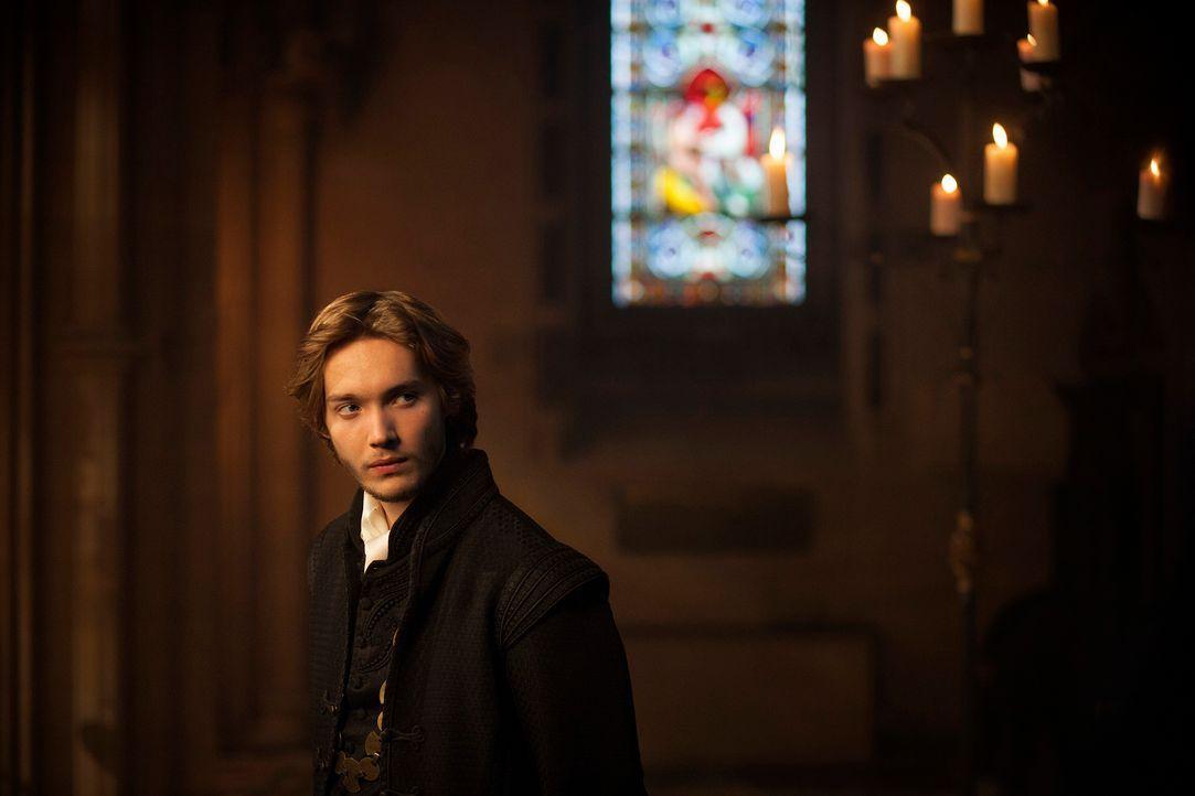 Hin- und hergerissen zwischen seiner Zuneigung zu Mary und seinen Pflichten als Thronfolger: Prinz Francis (Toby Regbo) weiß, dass Frankreich nicht... - Bildquelle: Joss Barratt 2013 The CW Network, LLC. All rights reserved.