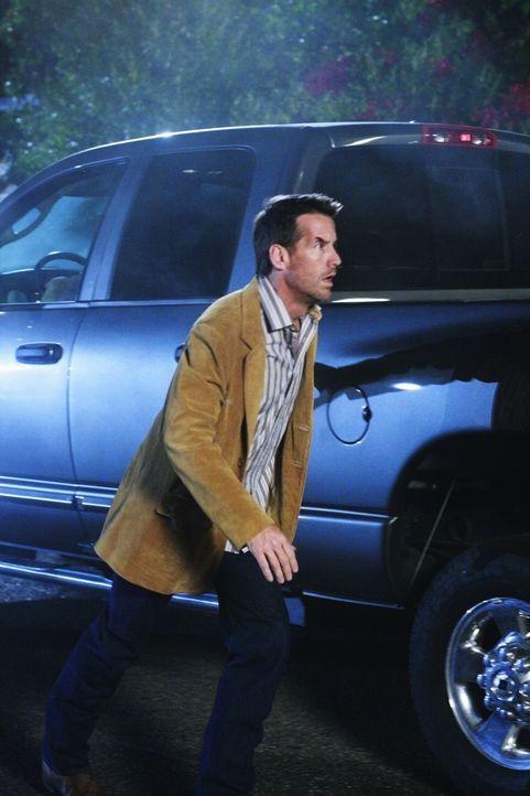 Mike (James Denton) entdeckt kurz vor dem Abflug nach Las Vegas Daves Videoband. Ohne Katherine eine Mitteilung zu machen, stürzt er aus dem Flughaf... - Bildquelle: ABC Studios