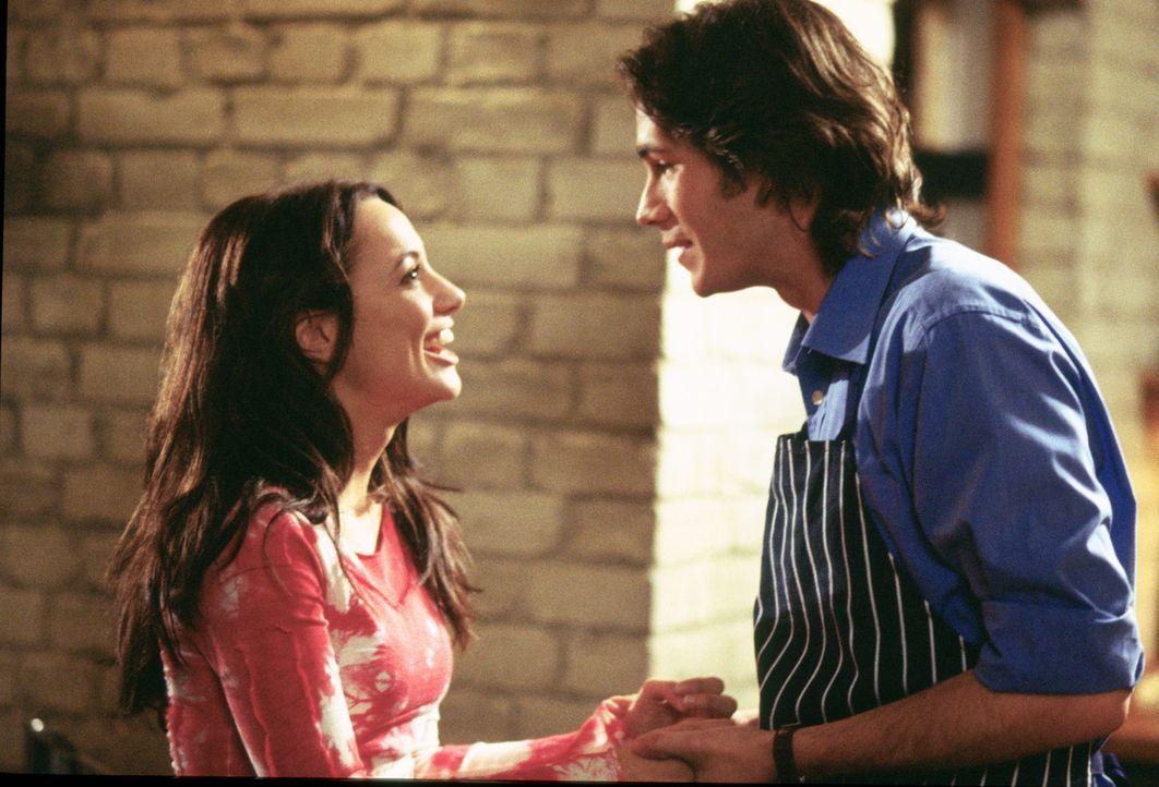Als ihr Freund Barnaby (James D'Arcy, r.) ihr einen Heiratsantrag macht, ist Carmen (Natalia Verbeke, l.) überglücklich. Sie ahnt nicht, dass ihr...