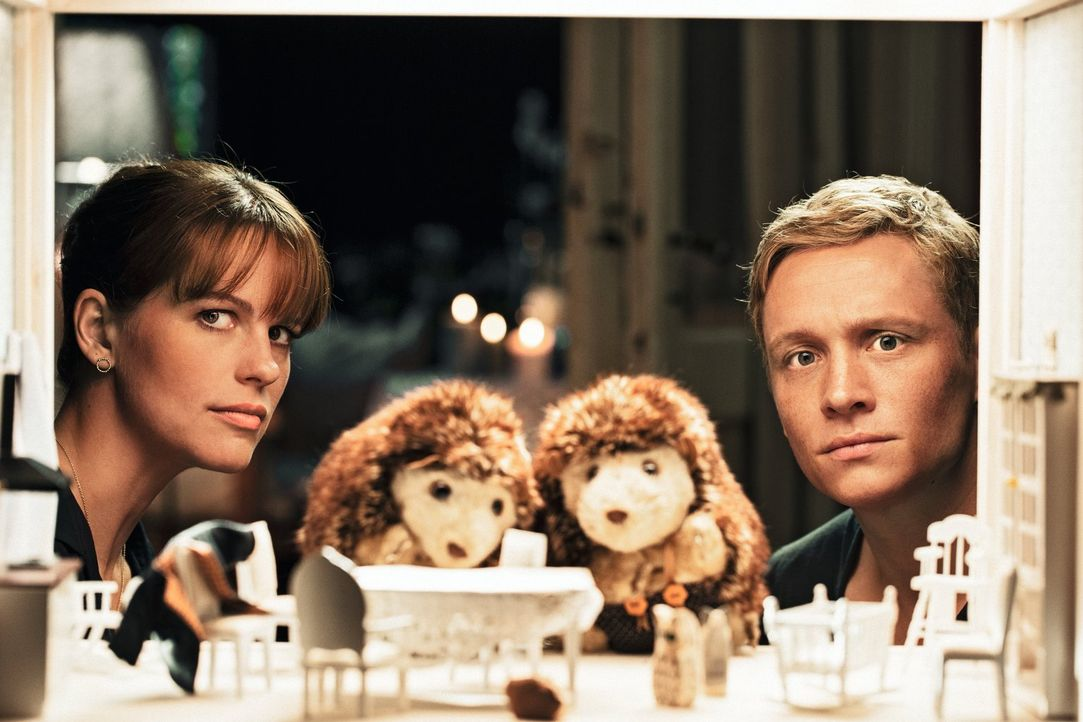 Maren (Isabell Polak, l.) ist die Mutter von Felix' (Matthias Schweighöfer, r.) Kind, hat davon aber keine Ahnung, weil sie sich durch eine Samenspe... - Bildquelle: 2013 Warner Brothers