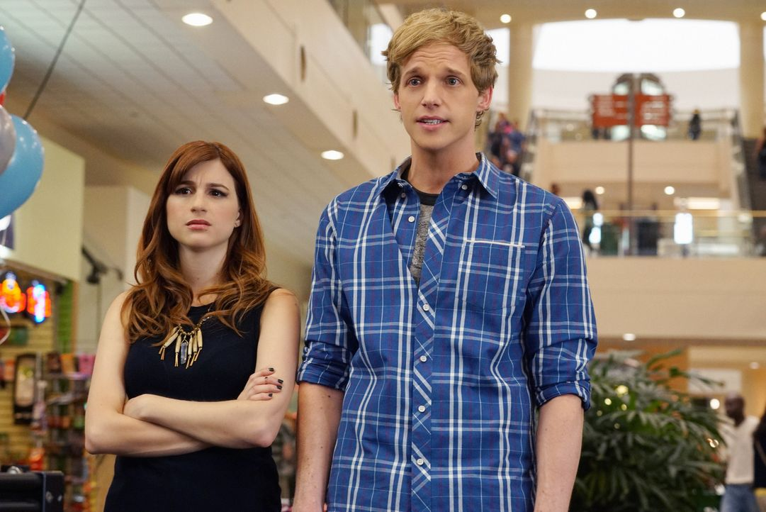 Wagt Jimmy (Chris Geere, r.) den nächsten Schritt und schafft endlich in seinen Schränken Platz für Gretchens (Aya Cash, l.) Sachen? - Bildquelle: 2015 Fox and its related entities.  All rights reserved.