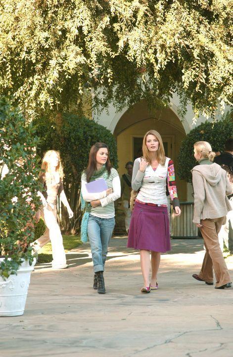 Planen einen Mädchenabend im 'Bait Shop': Summer (Rachel Bilson, l.) und Marissa (Mischa Barton, r.) ... - Bildquelle: Warner Bros. Television