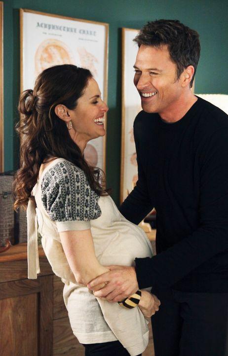 Haben sich füreinander entschieden, doch ihr Glück soll nicht lange andauern: Violet (Amy Brenneman, l.) und Pete (Tim Daly, r.) ... - Bildquelle: ABC Studios
