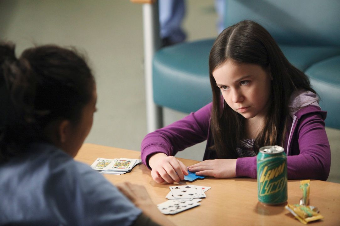 Bei Cristina (Sandra Oh, l.) öffnen sich alte Wunden, als sie Zeit mit Kelly (Alyssa Shafer, r.), der Tochter einer Herzpatientin, verbringt ... - Bildquelle: Touchstone Television