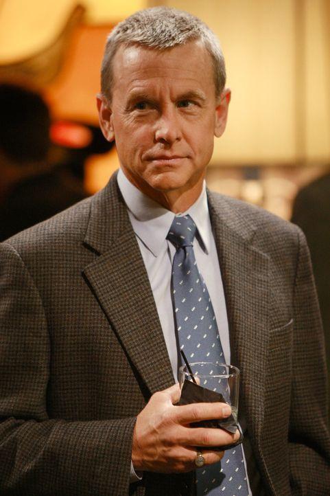 Auf Tuchfühlung: Georg Lafferty (David Andrews) möchte inkognito auf Tommys Hochzeitsparty auftauchen, um die Geschwister von Ryan kennen zu lernen... - Bildquelle: 2008 ABC INC.