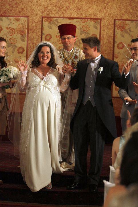 Jetzt sind sie endlich Mann und Frau - nur bei den Trauzeugen kriselt es (v.l.: Leighton Meester, Zuzanna Szadkowski, Aaron Schwartz, Ed Westwick). - Bildquelle: Warner Brothers