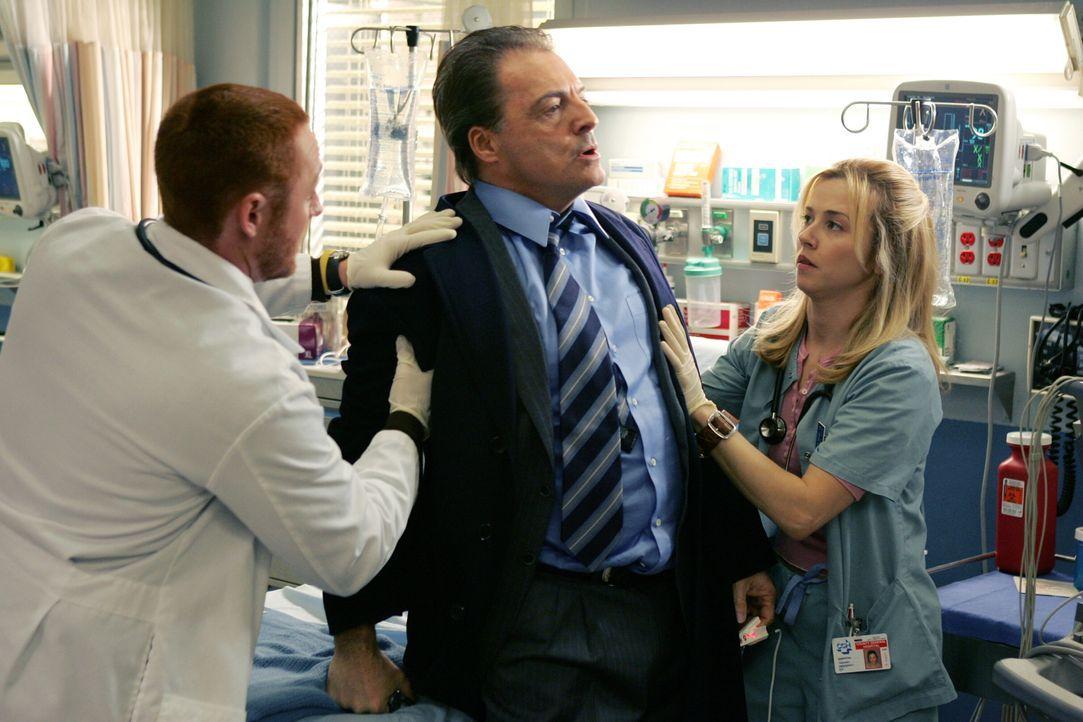 Der überaus wohlhabende Geschäftsmann Richard Elliot (Armand Assante, M.) wird mit einer chronischen Erkrankung ins County eingeliefert. Sam (Linda... - Bildquelle: Warner Bros. Television