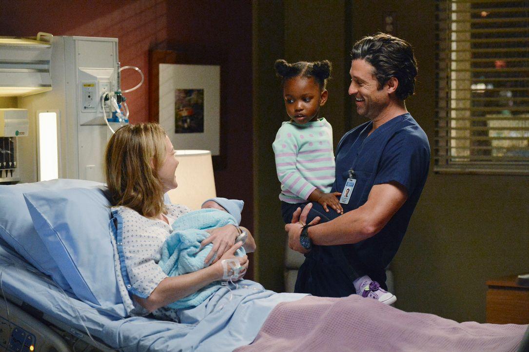 Meredith (Ellen Pompeo, l.) musste sich kurzerhand einem Kaiserschnitt unterziehen. Sie schlägt Derek (Patrick Dempsey, r.) vor, das Baby Bailey zu... - Bildquelle: ABC Studios