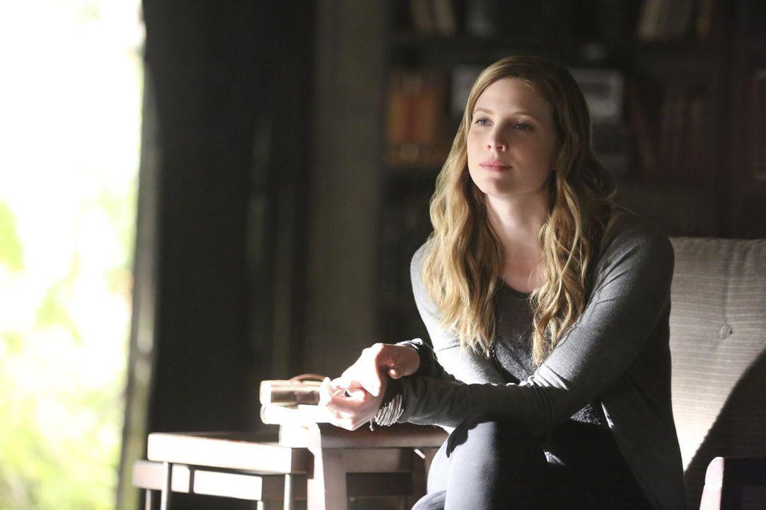 Was hat Valerie (Elizabeth Blackmore) mit Stefans Vergangenheit zu tun? - Bildquelle: Warner Bros. Entertainment, Inc.