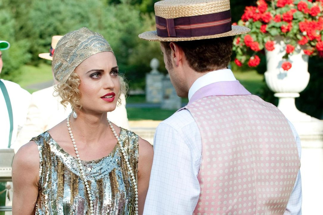 Paige (Brooke D'Orsay, l.) ist furchtbar enttäuscht von Evan (Paulo Costanzo, r.), da sie sich von ihm ausgenutzt fühlt. Wird es ihm gelingen, die S... - Bildquelle: Universal Studios