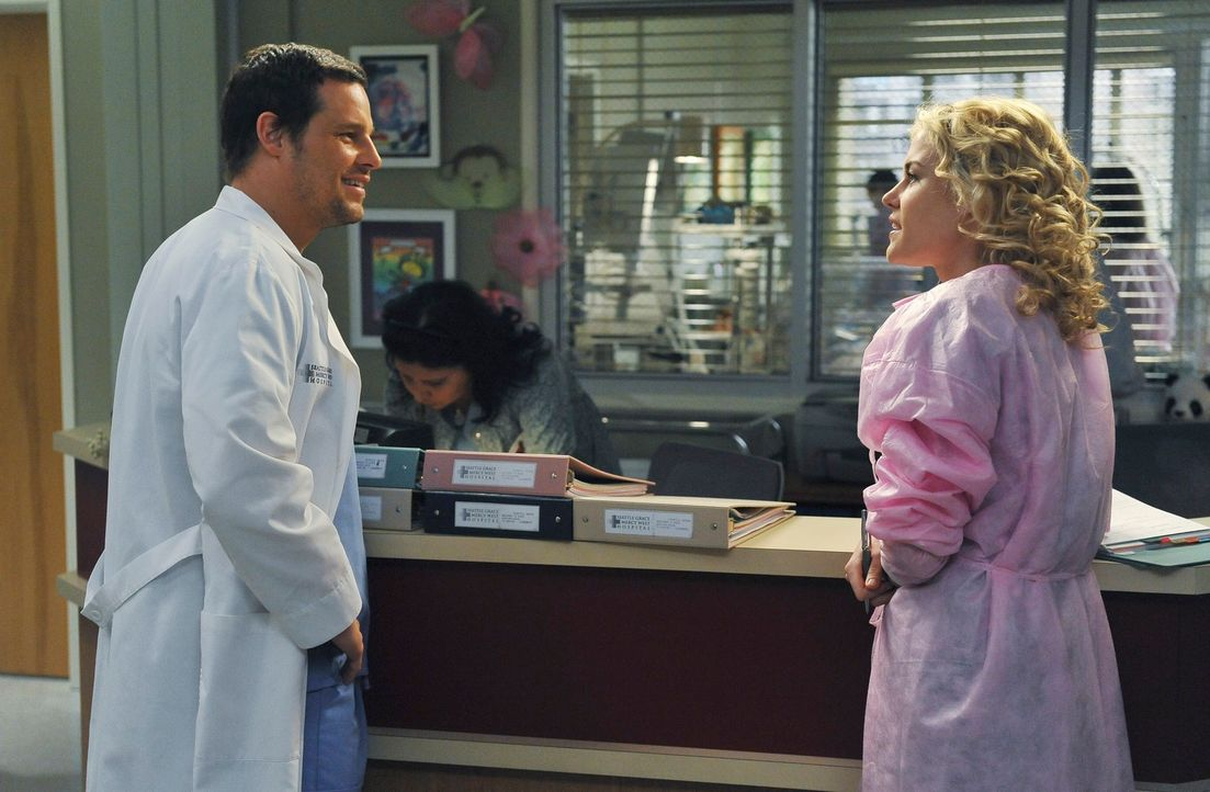 Geraten wegen einer Patientin aneinander: Alex (Justin Chambers, l.) und Dr. Lucy Fields (Rachel Taylor, r.) ... - Bildquelle: ABC Studios
