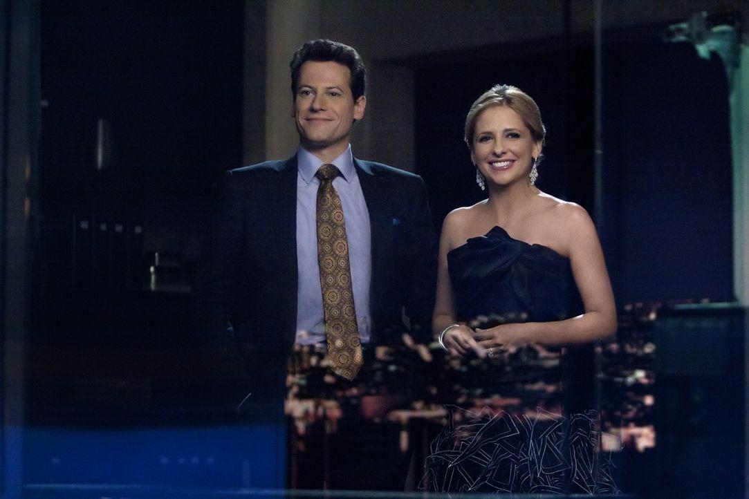 Bridgette (Sarah Michelle Gellar, r.) und Andrew (Ioan Gruffudd, l.) versöhnen sich und wollen einen Neuanfang versuchen ... - Bildquelle: 2011 THE CW NETWORK, LLC. ALL RIGHTS RESERVED