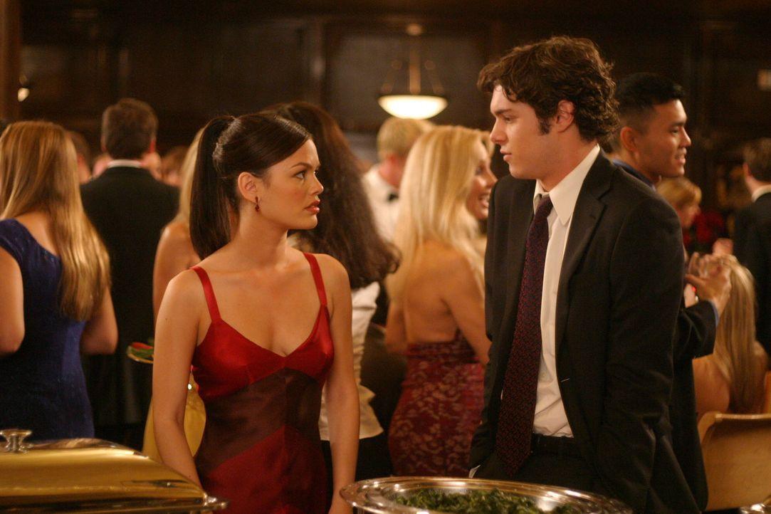 Nachdem sich Seth (Adam Brody, r.) von Anna getrennt hat, schafft er es, Summer (Rachel Bilson, l.) ins Bett zu holen ... - Bildquelle: Warner Bros. Television