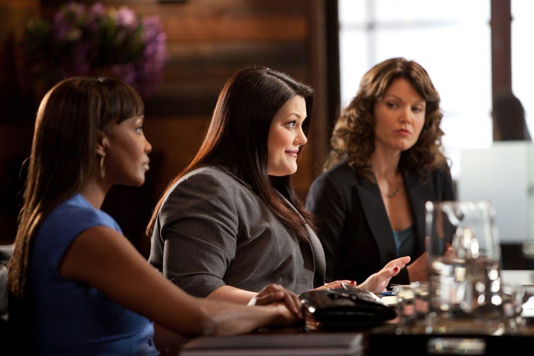 Ein Mann, zwei Ehefrauen - mit dieser ungewöhnlichen Konstellation muss sich Jane (Brooke Elliott, M.) herumschlagen. Als sich Maria Ellis (Vivica... - Bildquelle: 2009 Sony Pictures Television Inc. All Rights Reserved.