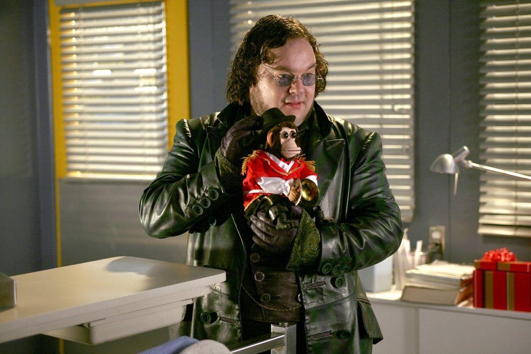Aus Frust über seine Entlassung dreht der Spielzeugmacher Winslow (Christopher Gauthier) durch ... - Bildquelle: Warner Bros.